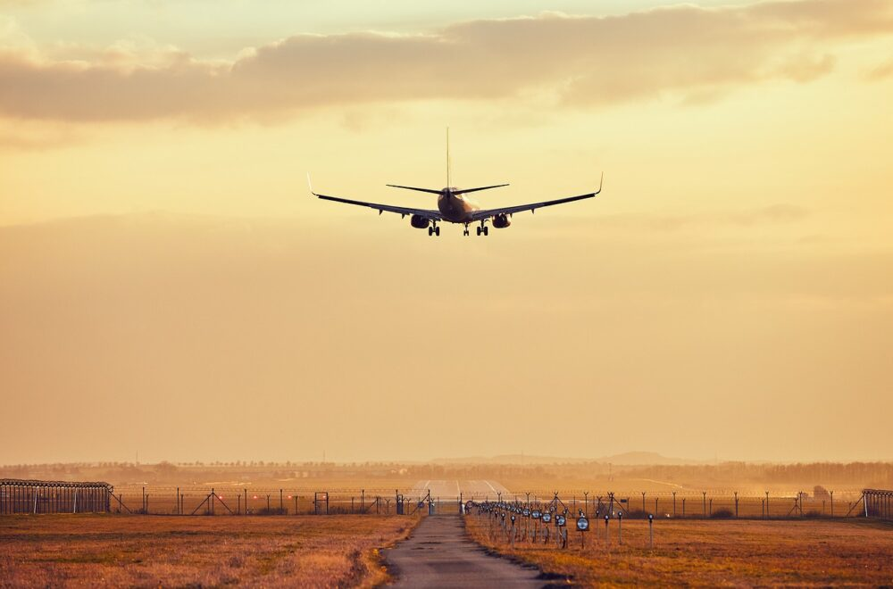 airplane, airport, travel-5216583.jpg